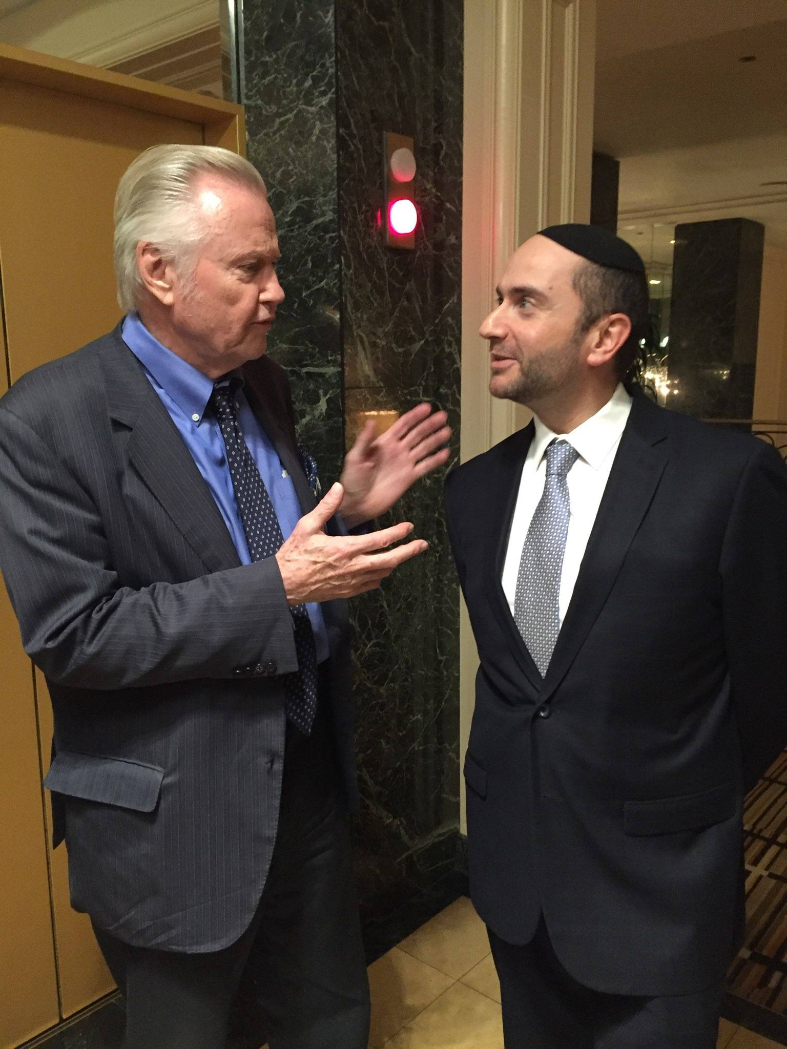 Rabbi Pini Dunner with actor Jon Voight in 2016