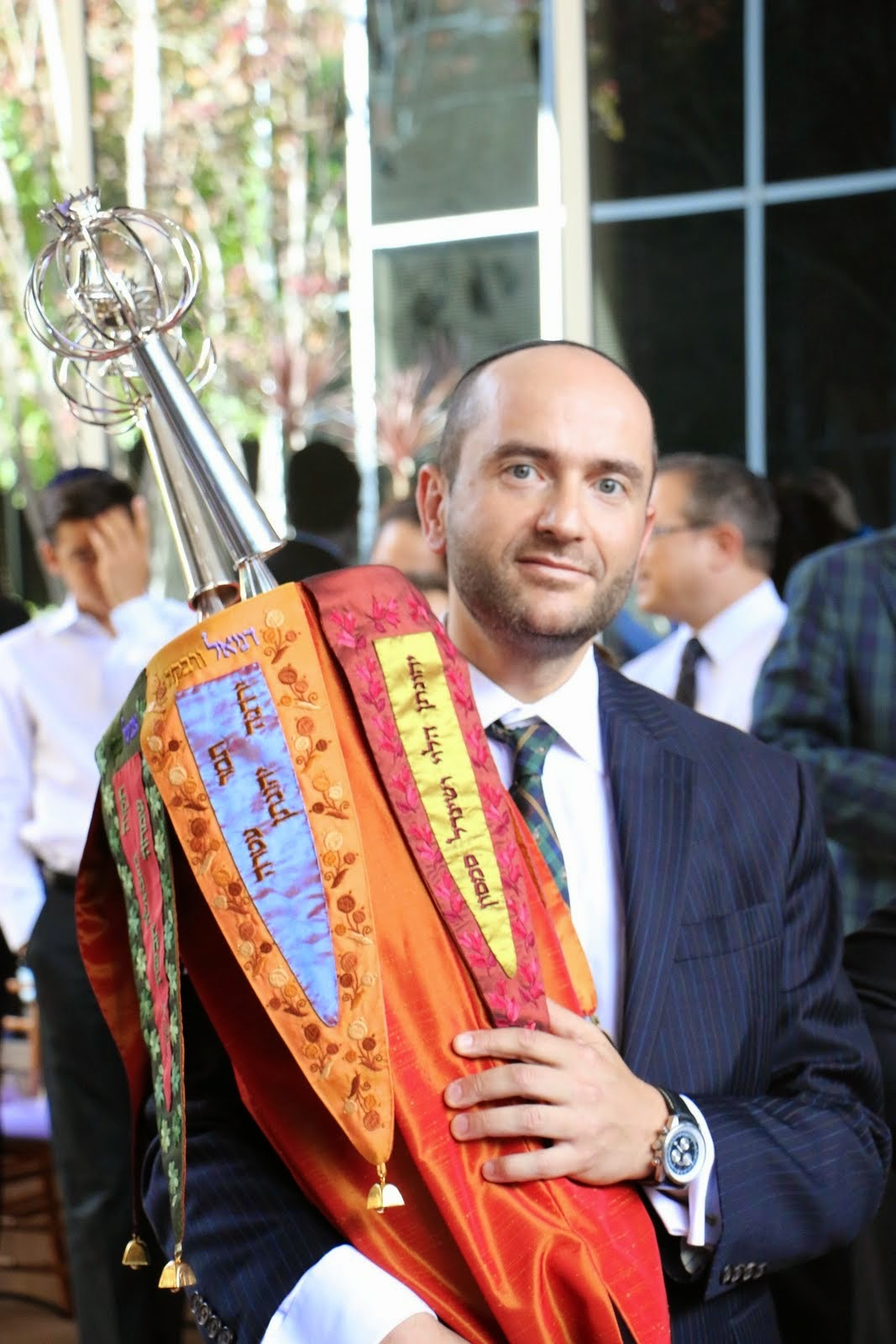 Rabbi Dunner holding the new Sefer Torah donated by Lee Samson to Beverly Hills Synagogue (08/24/2014)