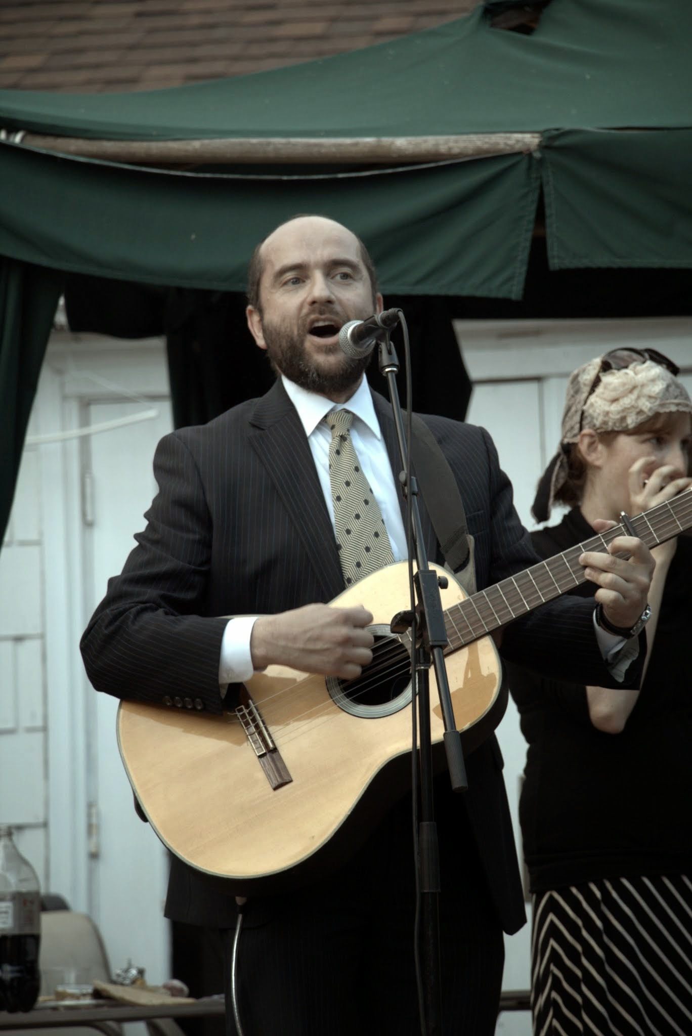 Rabbi Dunner sings and plays guitar at Yom Haatzmaut celebration party in Beverly Hills (2014)