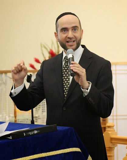Rabbi Dunner speaking at Beverly Hills Synagogue (December 2013)
