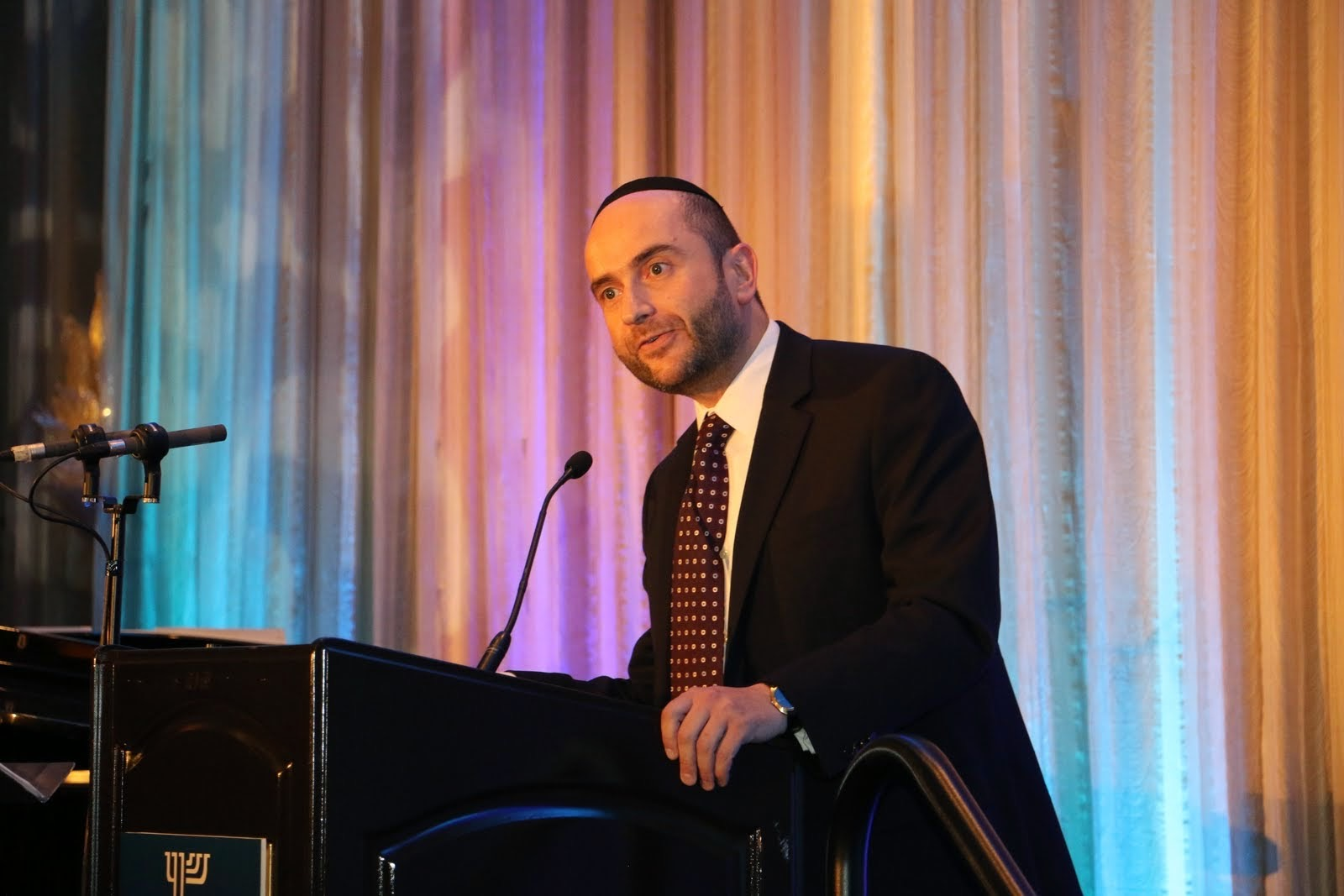 Rabbi Dunner addresses the Beverly Hills Synagogue Annual Gala, Four Seasons Hotel, Beverly  Hills (May 2015)