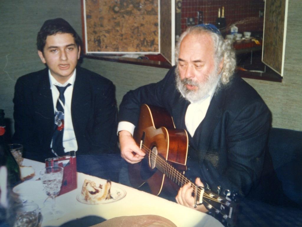 Rabbi Dunner together with Rabbi Shlomo Carlebach in London, 1987